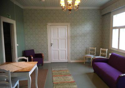 Uusi-kirri, Hjalmar-oleskelutila / living room