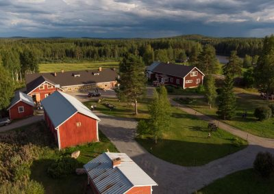 Maatilamtkailu Kumpusen pihapiiri / Yard of the Farmhouse Kumpunen